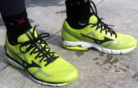 Mizuno Wave Rider 17 кроссовки для бега мужские желтые - 2